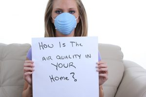 A girl wearing dust mask and holding paper with a question about air quality.